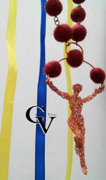 Diseño en finos hilos de cobre que te acompañaran de manera lúdica. #Joyasdecobre #cobrevivo #cobre
