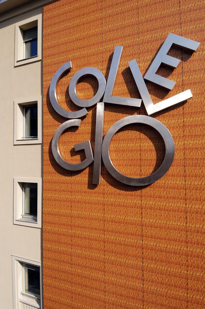 Scritta-logo del collegio universitario Einaudi, Sezione Po, riqualificato.