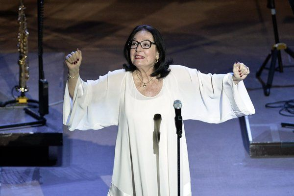Greek diva Nana Mouskouri returns to the Athens stage at 80