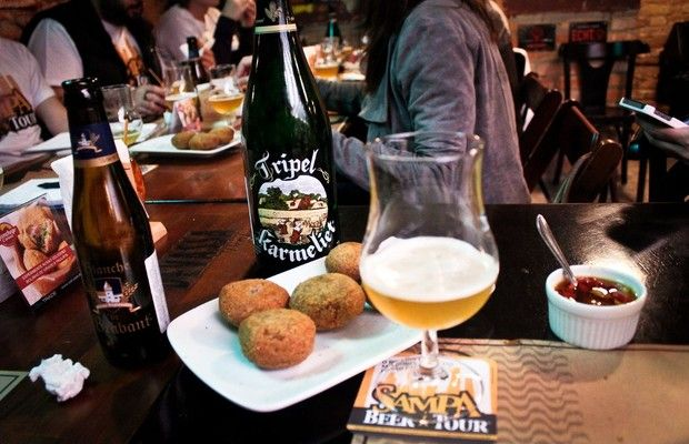 Cervejas e petiscos degustados no Aconchego Carioca, um dos bares do roteiro do Sampa Beer Tour (Foto: Divulgação)