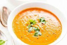 Linsseistä ja tomaatista syntyy samettinen ja ruokaisa keitto, joka sopii täydellisesti kylmien syys- ja talvipäivien lämmittäjäksi.