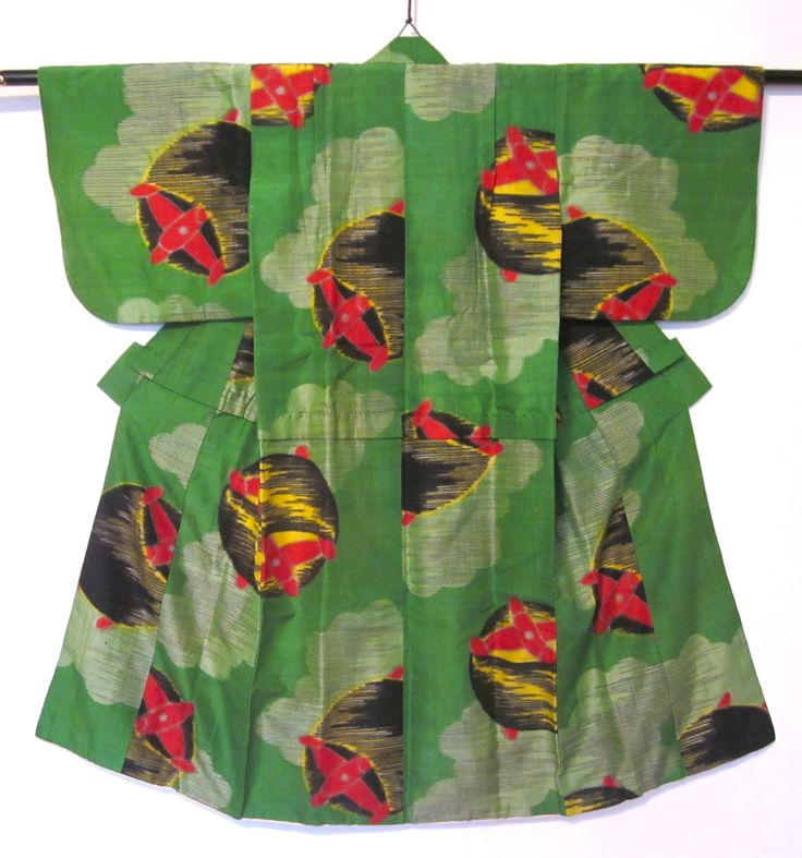 Girl's meisen kimono with thread spools in clouds