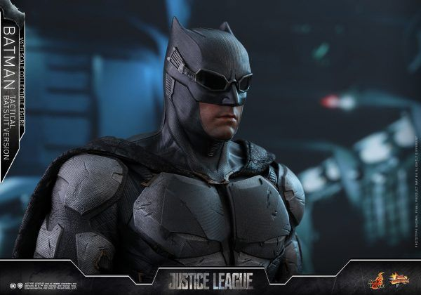 Justice League – Batman Tactical Suit Version 1/6 Scale Figure By Hot Toys.