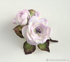 Броши ручной работы. Ярмарка Мастеров - ручная работа. Купить Белые розы. Веточка светло-лиловых роз из фоамирана. Handmade.