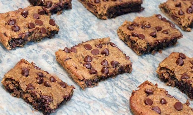 Gooey Peanut Butter Chocolate-Chip Bars: Chips Bar, Flax Meals Recipes, Sweet Treats, Gooey Bar, Junk Food, Beans Desserts, Favorite Recipes, Peanut Butter Bar, Garbanzo Beans Flour Recipes