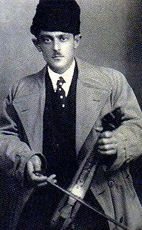 Nikos Papavramidis (1907-1995) Pontic lyra player and singer.