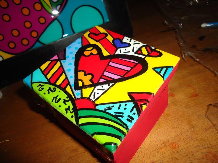 caja pintada a mano, para guardar cosas...