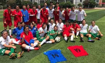 El equipo de fútbol femenino de Pilar jugó su primer partido internacional