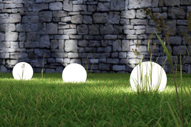 Siirreltävät valaisimet tuovat muunneltavuutta terassille ja puutarhaan.