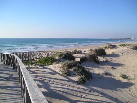 Apartamento de 2 dormitorios en la playa de La Barrosa, una de las mejores playas de España y de Europa, en urbanizacion de lujo con 4 piscinas y 2 pistas de padel. #intercambiocasas #homeexchange
