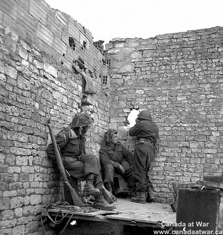 Personnel of 'D' Company, Regina Rifles, occupying forward position, Normandy, 8-10 june 1944.