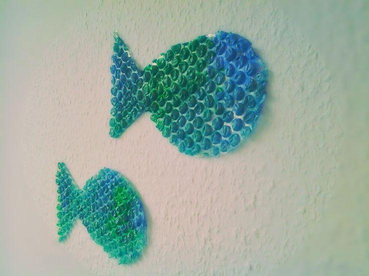 DIY Bunte Wanddeko für's Kinderzimmer Mit ein paar einfachen Handgriffen, einem Stück Luftpolsterfolie (Noppenfolie/Verpackungsmaterial) und einigen Acrylfarben haben wir eine richtig tolle Wanddeko gebastelt.