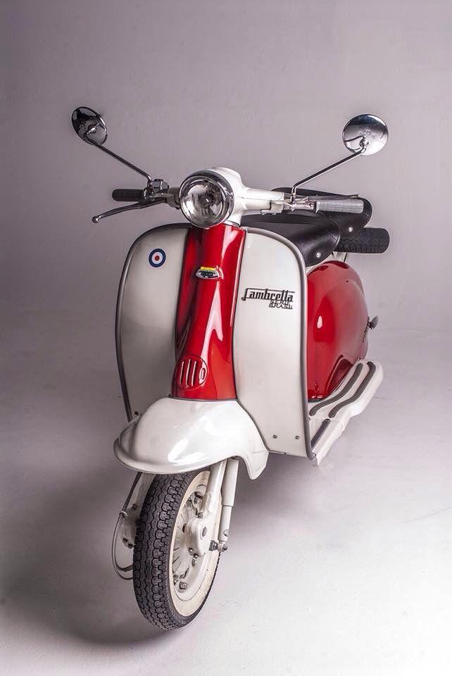 Beau wilde Michel chanteren voor 3000€ omdat hij een scooter wilde kopen.