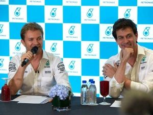 Mercedes In No Hurry To Sign Nico Rosberg's F1 Replacement