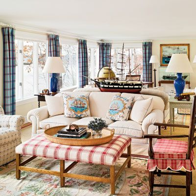 Classic Seaside Living Room (LOVE the coffee table/ottoman!): Living Rooms, Seaside Living, Seaside Rooms, Decorating Ideas, Livingroom, Cottage Decor, Beach Houses, Coastal Style, Classic Seaside