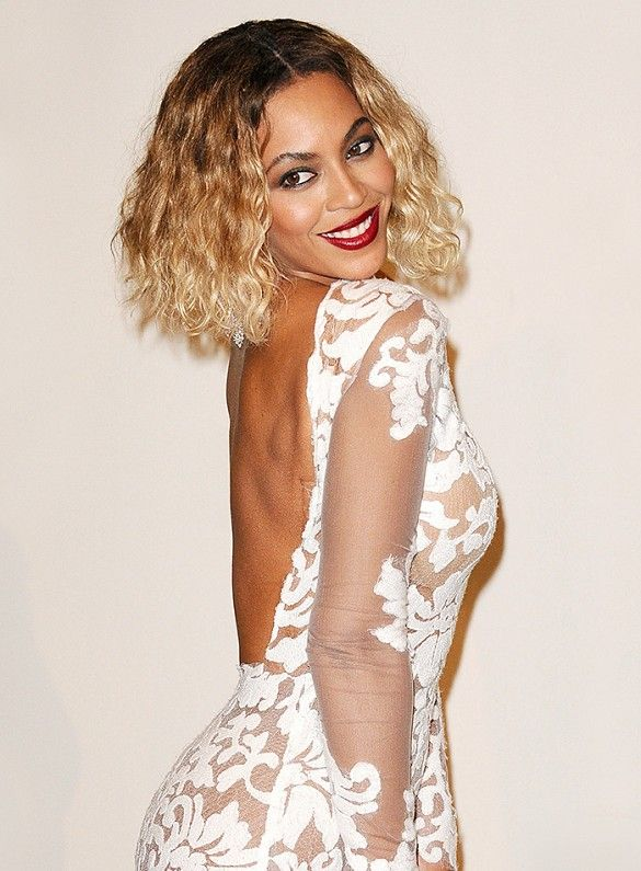 Beyoncé rocked short blonde hair and dark lips at the Grammy Awards in 2014.
