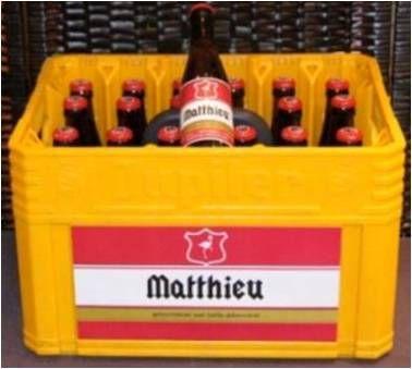 Gepersonaliseerde bak bier Jupiler: zowel de flesjes als de bierbak krijgen aangepaste labels.  Ook mogelijk met andere biersoorten