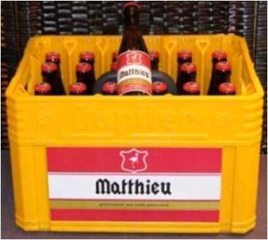 Gepersonaliseerde bak bier Jupiler: zowel de flesjes als de bierbak krijgen aangepaste labels.  Ook mogelijk met andere biersoorten.