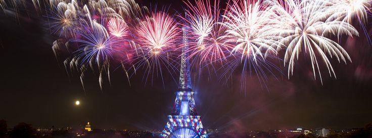 Le feu d'artifice du 14 juillet 2014 à la Tour Eiffel était encore une fois magnifique ! Cliquez ici pour le (re)voir en intégralité en vidéo.