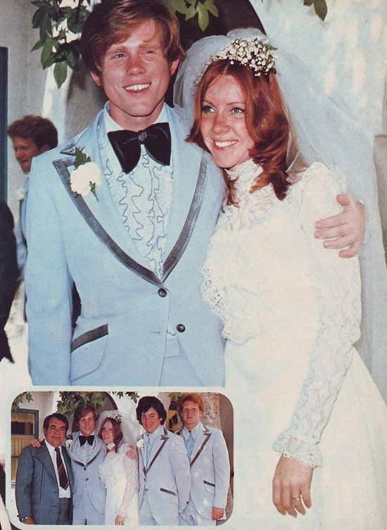 Ron Howard and his high school sweetheart Cheryl Allen marry on June 7, 1975. They both were 21 yrs old.