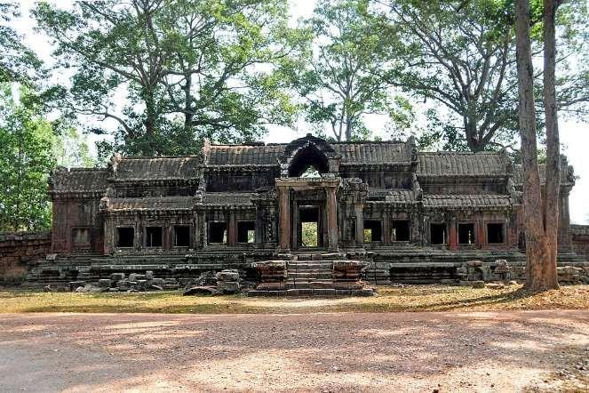 О существовании заброшенного города знали и сами Кхмеры и Европейцы. Но почему ушли строители, ушли ... - flickr.com