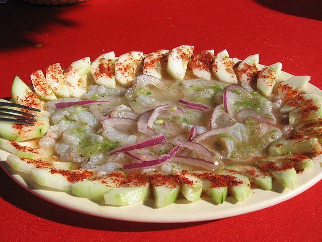 En la Isla de la Piedra, en Mazatlán Sinaloa, México tienes que comerte un aguachile. Camarón fresco, cocido en jugo de limón, agua y chile picado tssssssss, de verlo utaaa se me vuelve a antojar