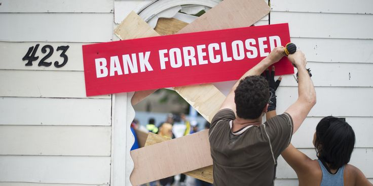 One year after federal bank regulators pledged that a nearly $10 billion legal settlement would quickly deliver cash to foreclosure abuse victims, hundreds of thousands of people are still checking their mailboxes each day, only to find them empty. As of January, about 732,000 settlement checks had not been cashed, according to data shared with The Huffington Post by the Office of the Comptroller of the Currency -- a number that exceeds the entire population of Baltimore.
