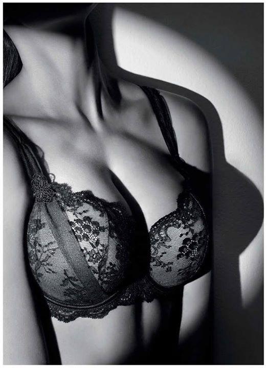 Aubade à l'Amour magnifie la silhouette grâce aux détails raffinés d'une fine dentelle transparente. Découvrez sur ►http://glamu.se/AubAmr #intimatesecrets #intimate apparel #lingerie #bras #braandbriefsets #panties #slips #bustiers #corsets #shapers #longjohns #camisoles #tanks #tubetops