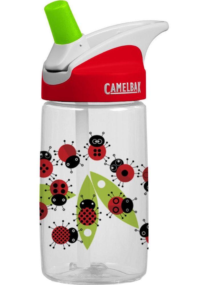 Camelbak Kids Bottle Ladybugs to dziecięcy bidon o pojemności 0,4 l. wyposażony w rewelacyjny ustnik Camelbak, który nie cieknie jeśli nie jest zgryziony :-) Ustnik został sprytnie schowany w zakrętce i można go w każdej chwili wyjąć jednym ruchem. Dz