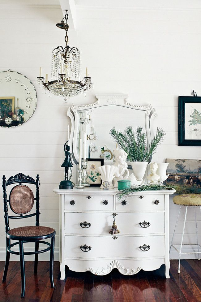 Cute Summer House with Gorgeous Vintage Furniture  White with black  vignette. 86 best Vintage Furnitures images on Pinterest   Buffets  Chalk