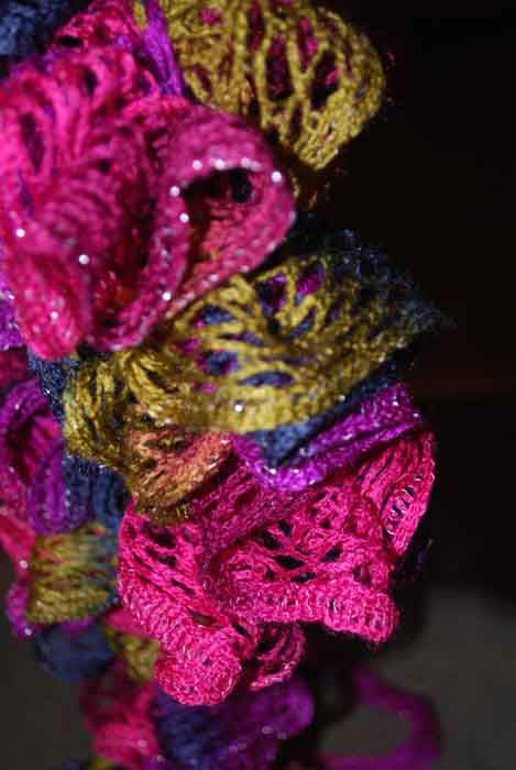 How to Make a Ruffled Red Heart Sashay Scarf