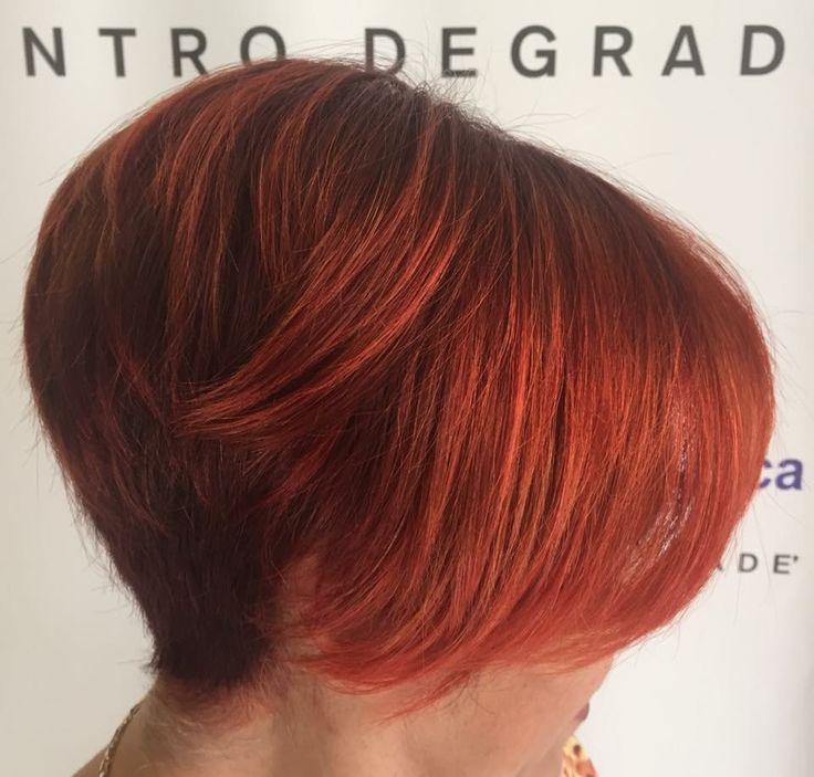 Intense tonalità di rame si fondono per creare un effetto unico grazie al degradè #newlook #colour #degradè #hairstyle #haircolor #hairfashion #davines #sustenaiblebeautypartner #bcorp #centrodegradè #looklivefrancaparrucchieri #viadeimirti29 #ragusa