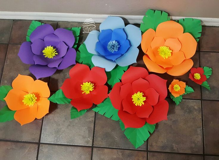 Different sizes of paper flowers !