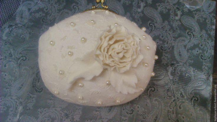 """Купить Клатч """"Снежность 2"""" - белый, цветы из шерсти, аксессуары ручной работы, Мокрое валяние"""