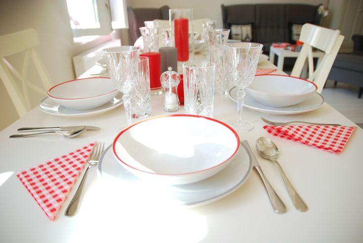 jadalnia-w-szaro-czerwonej-aranżacji #table #ffhome #dinningroom