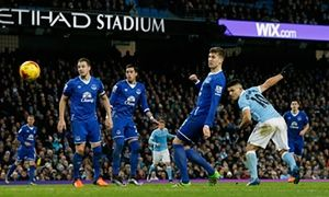 Sergio Agüero heads Manchester City past Everton to Capital One Cup final