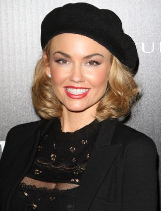 A black beret is the perfect accessory to make tousled hair look chic and trendy. Wrap ends around a loose curling iron and toss on your hat for an adorable and easy look like Kelly Carlson