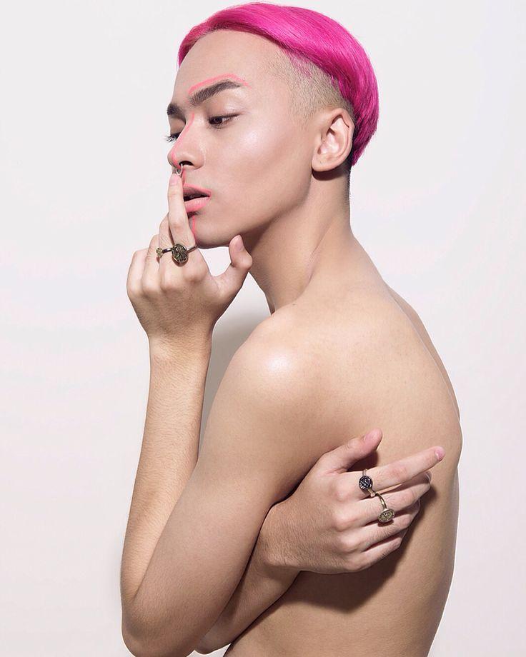 Photographed: Prabowo prajogio // hair and makeup: danybarca // styled: syifa puspasari // muse: misyam from the A team management