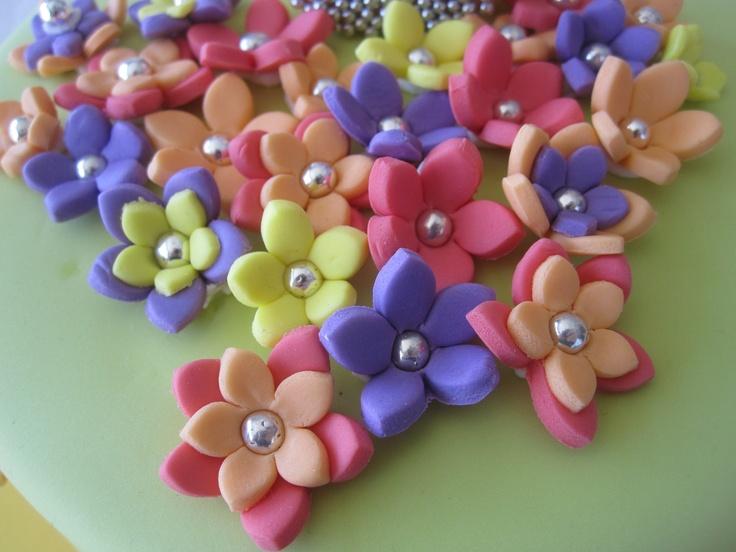 Beautiful and Vibrant 3D Stephanotis Flowers 100% edible Cupcake & Cake Fondant Toppers. $12.00, via Etsy.