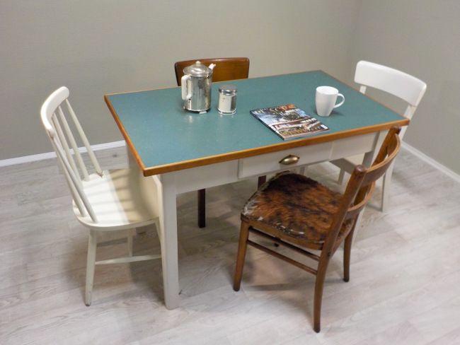 ber ideen zu lackierte tischplatten auf pinterest bemalte tische m belmaltechniken. Black Bedroom Furniture Sets. Home Design Ideas