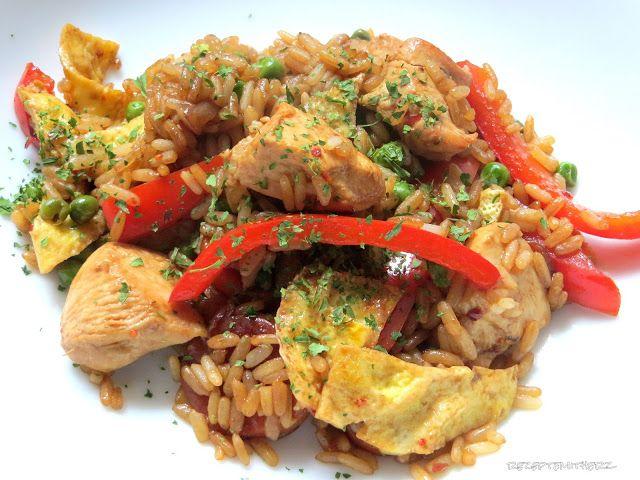 Gebratener Reis - mit Eiern, Gemüse und Hähnchenbrust