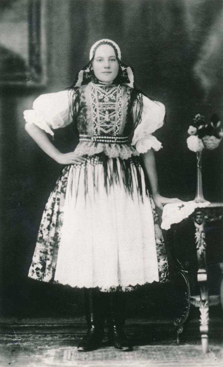 Rejdová Podobné kroje nosili ľudia aj v obci Brdárka, Gočovo, Vlachovo a Vyšná Slaná