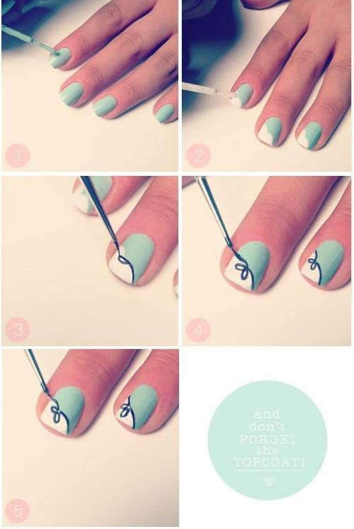 Necesitas:  - Pintura de uñas color aqua o menta.  - Pintura de uñas blanca  - Pintura de uñas negra  - Pincel fino  - Brillo para las uñas