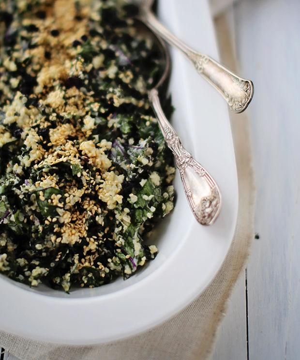 Salade crémeuse de quinoa et de kale, vinaigrette au tahini