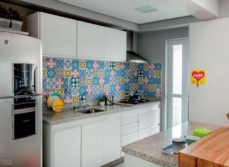 Tecido adesivo impermeável: modelo Mosaico Azulejo Português, da Flok.