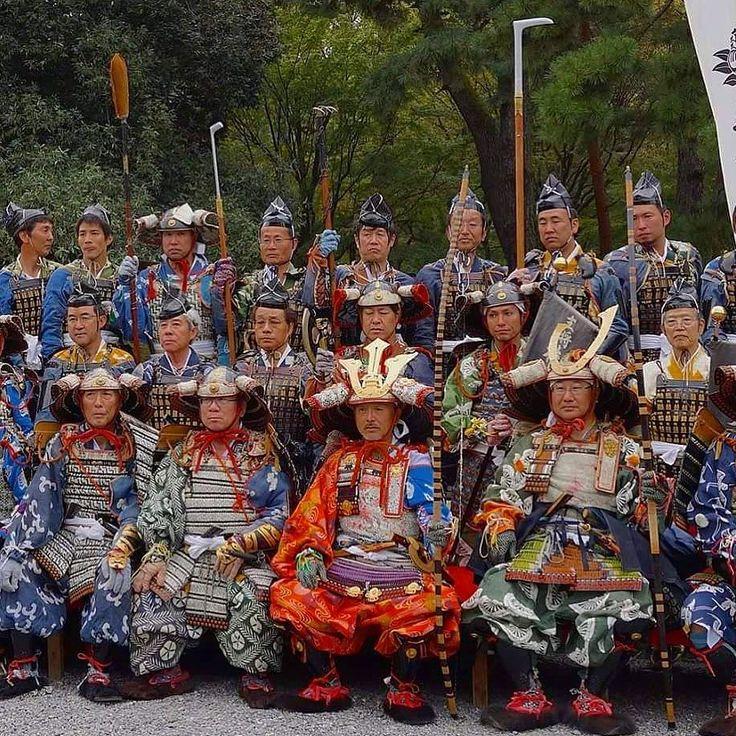 Сейчас самое время планировать осенние путешествия по Японии! Мы подготовили новую авторскую турпрограмму на конец октября -  на фестиваль огня у горы Курама и костюмированное шествие Эпох Дзидай-мацури. Это уникальная возможность познакомиться с японскими традициями и принять участие в двух самых знаменитых праздниках Киото! www.midokoro.jp #турывЯпонию  #туризм #туроператор #путешествия #экскурсии #Киото #вЯпонию #Япония #праздники #мидокоро  #фестивали #фототур #фототуры #самураи #костюмы…