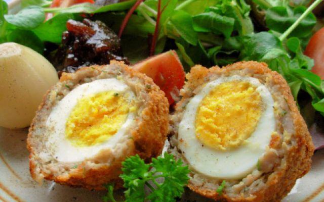 Ricetta proteica: uova scozzesi low carb Riadattamento in versione light di una ricetta tipica inglese le uova scozzesi. Perfette se accompa ricetta uova scozzesi proteica
