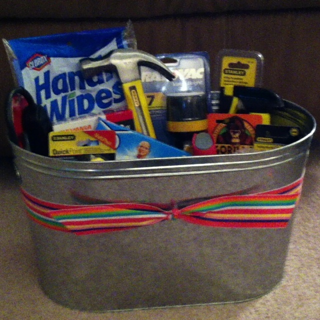Home Gift Basket Ideas: Housewarming Gift Basket- New Home Essentials