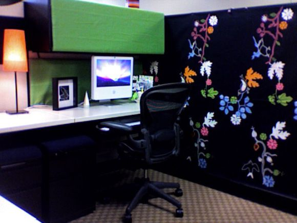 Decorated cubicles with vivid wall papers cubiclesdecor for Cubicle wall decor