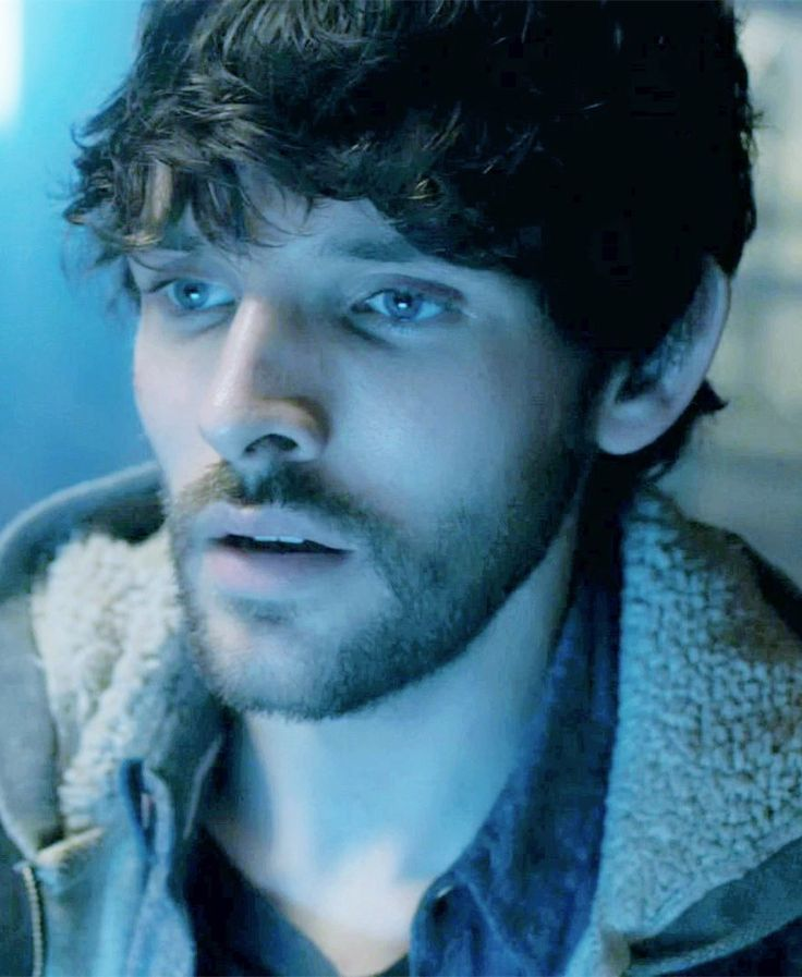 Colin Morgan's oustanding performance as Leo in @Channel4 @DramaOn4′s Humans Episode 4 Credit HQ screencaps : OdileCheng